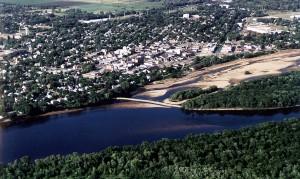 Ville de Portage sur la rivière Wisconsin (le canal conduisant à la rivière Fox est visible sur la droite)